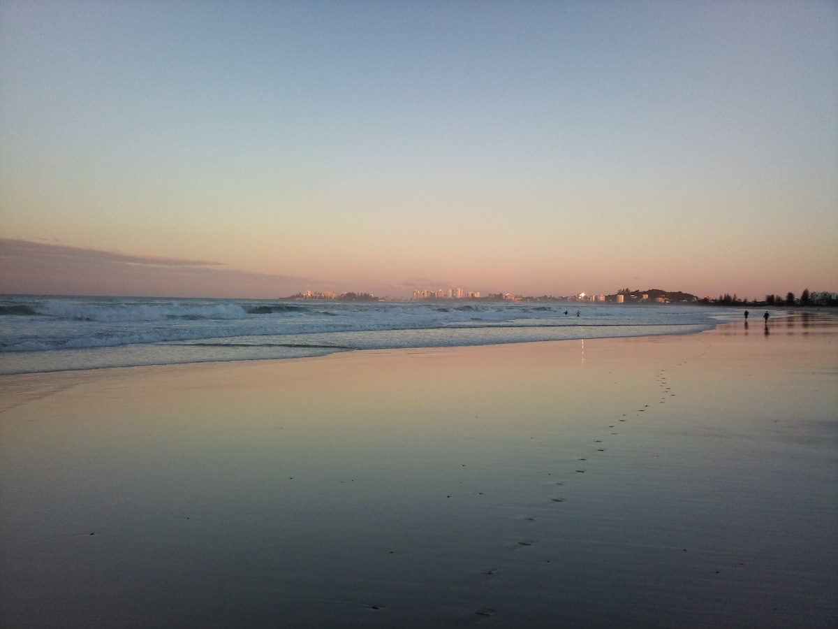 GREAT VALUE Beachside Unit at Tugun