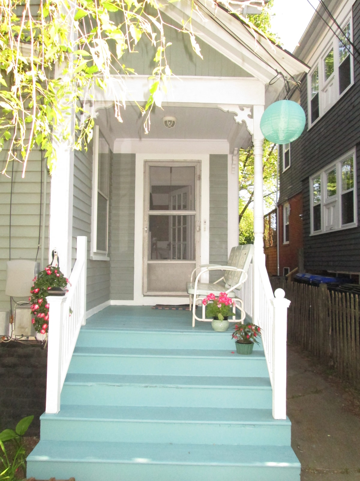 Charming 3 br apartment/East side