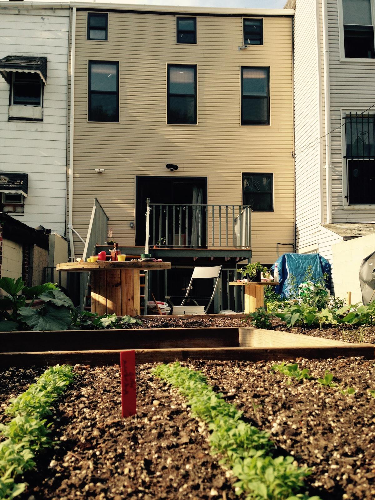 Flat w/ garden—15 min. to Manhattan