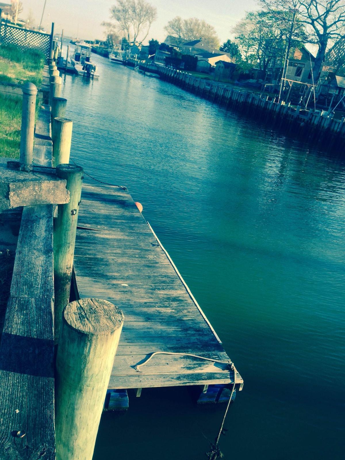Waterfront Hamptons Guest-room