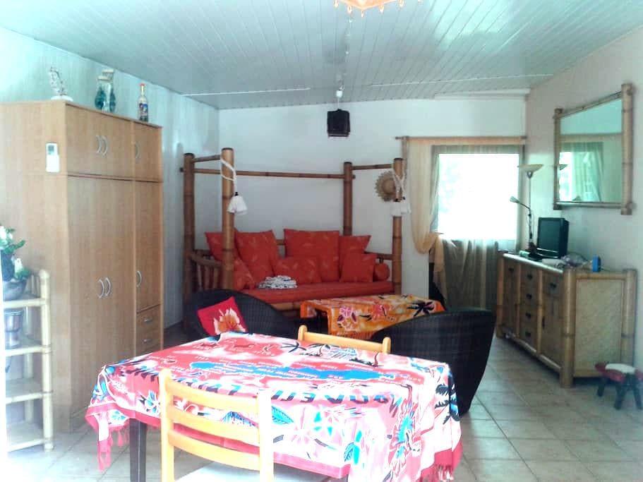 Studio meublé, équipé, climatisé - Arue