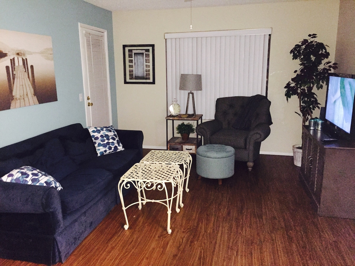 Cute one bedroom apartment/ IN OC!