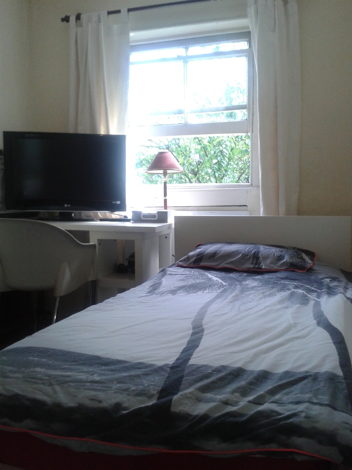 Clean, Bright Room 3 Mins From Tube
