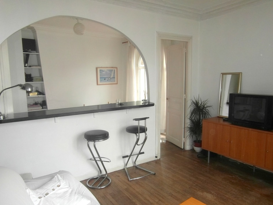 LIVING-ROOM with a convertible double bed-sofa, bar, 4 stools, TV