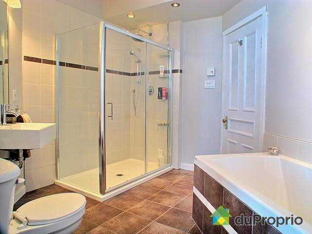 Spacious bathroom (renovated 2011) with a seperate shower & tub. Washer/dryer machine is also provided.