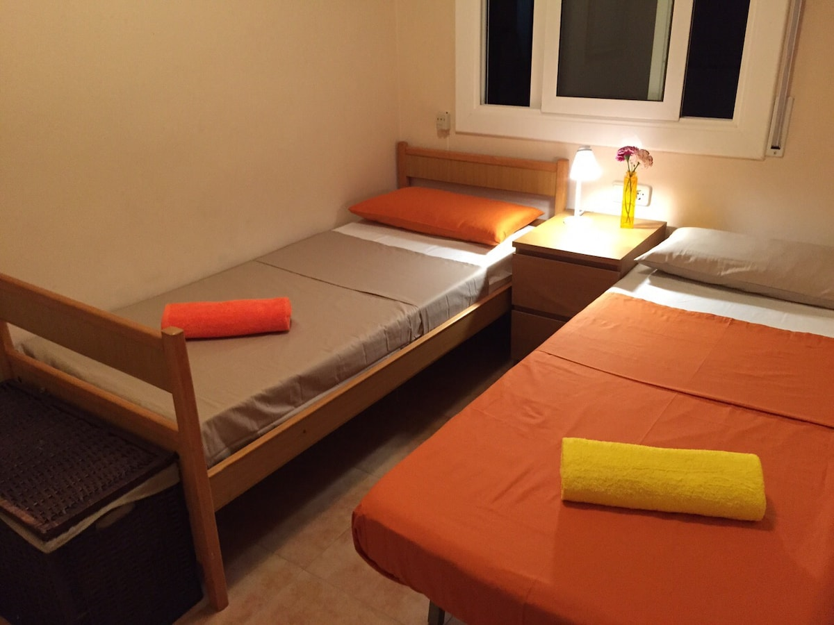 Room on the Beach & 30min from BCN
