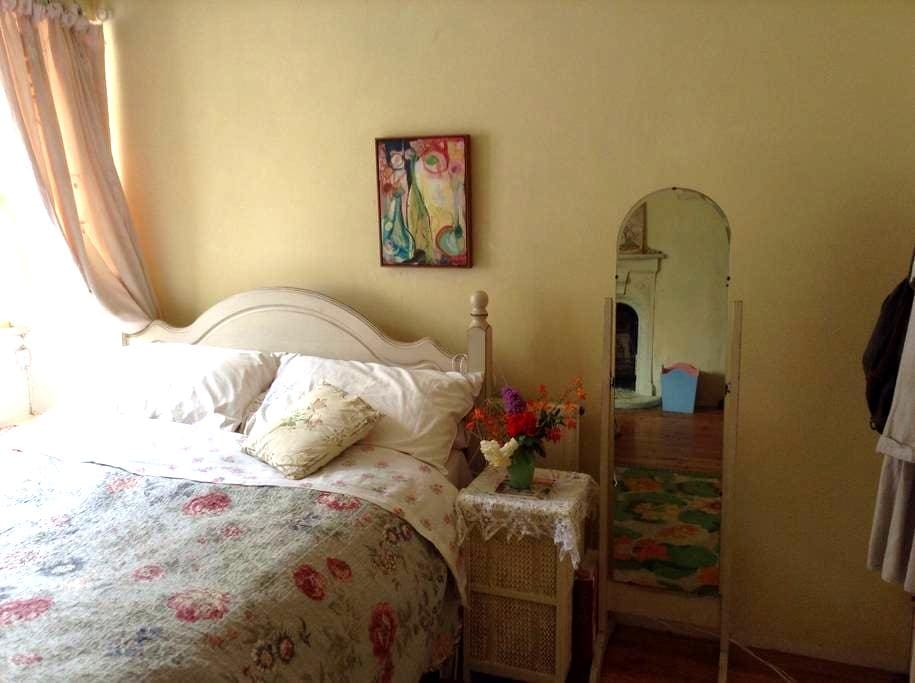 Pretty Double Room in Cosy Cottage - Buckfastleigh