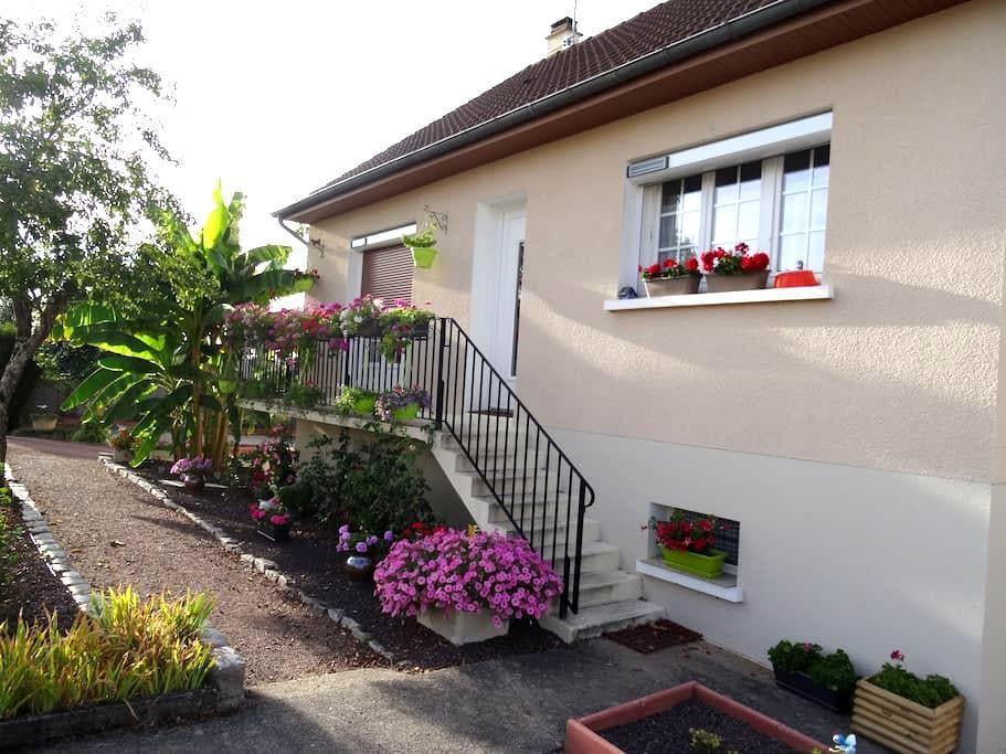 Chambre chaleureuse dans quartier calme Decizois - Decize - Guesthouse