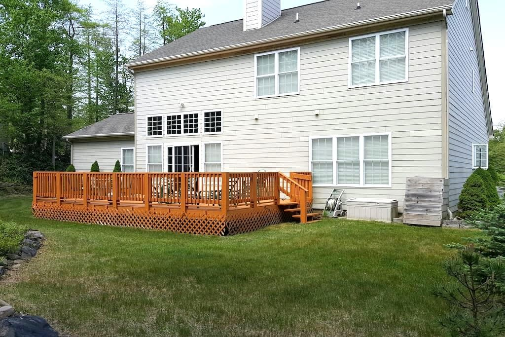 Charming country house by the lakes - Pocono Pines
