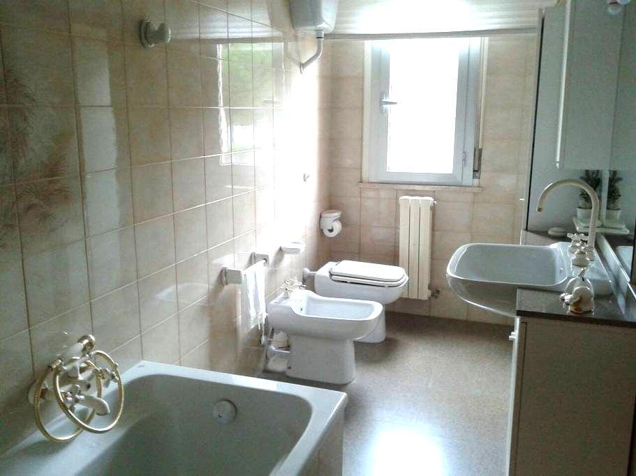 stanza e bagno privato - Uso cucina - Ascoli Piceno - Apartment