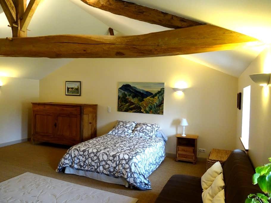 Chambre dans maison de charme - Châteauneuf-sur-Charente - Rumah