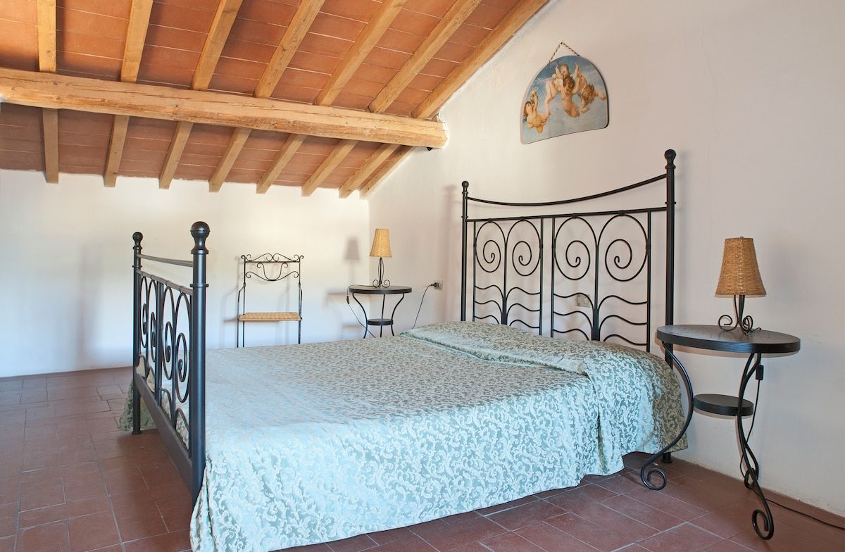 Bedroom: Tuscan style with terracotta tiles and beamed ceilings