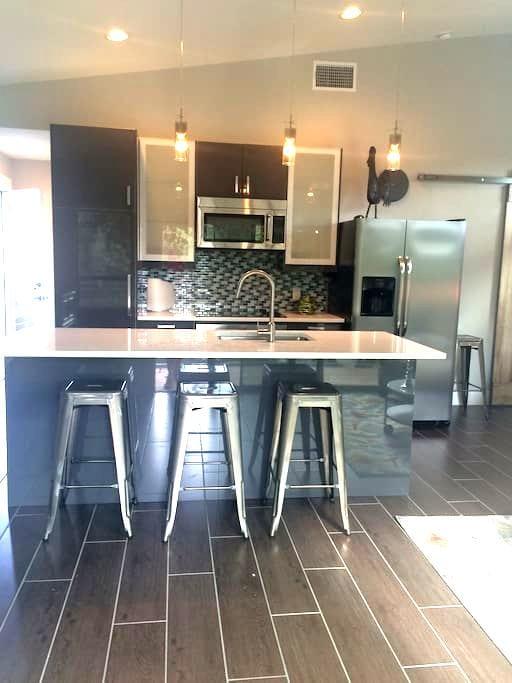 Hip New Loft Apartment Lake Austin - Austin - Apartment