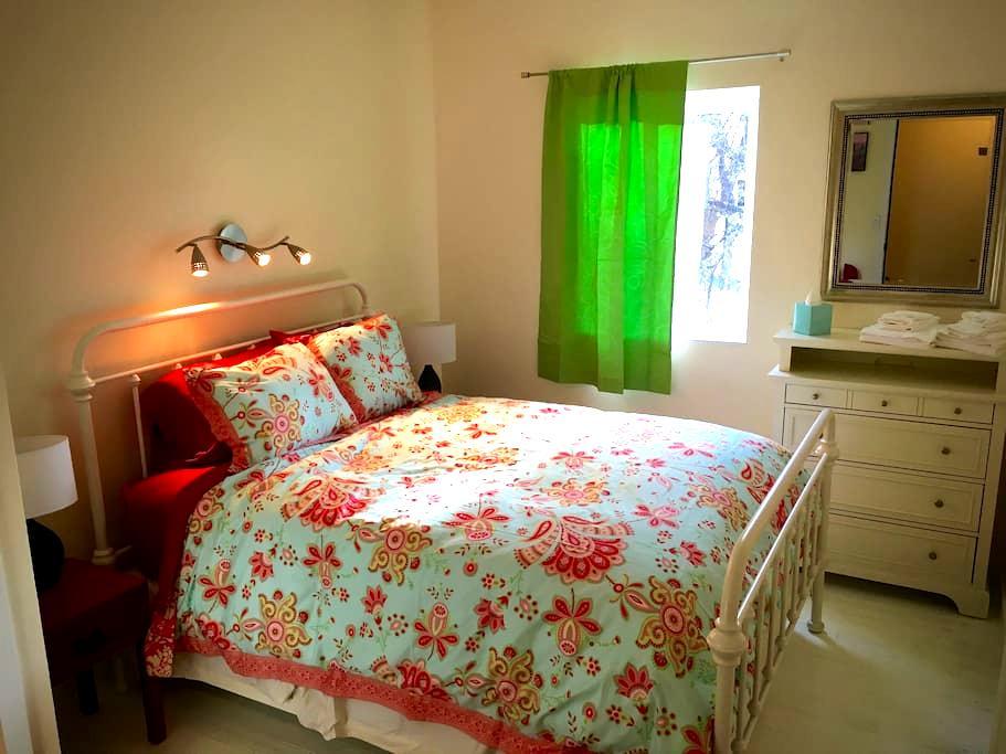 Mancos Inn and Hostel - Room 6 - Mancos