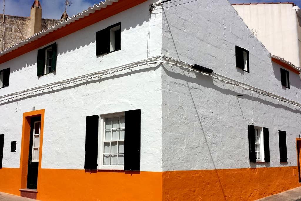 Maison traditionnelle de village - Es Migjorn Gran - Huis