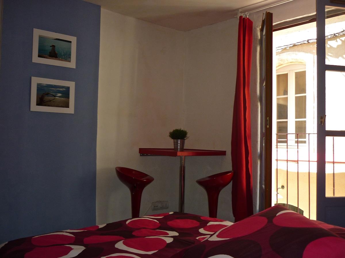 petit studio 13m2,avec petit balcon