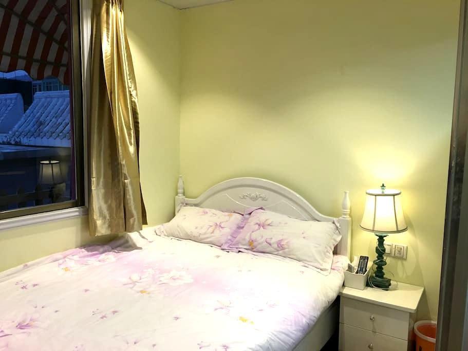 粉粉温馨大床房-吃家常海鲜、代买代加工当地海鲜美食 - Xiamen - Appartement