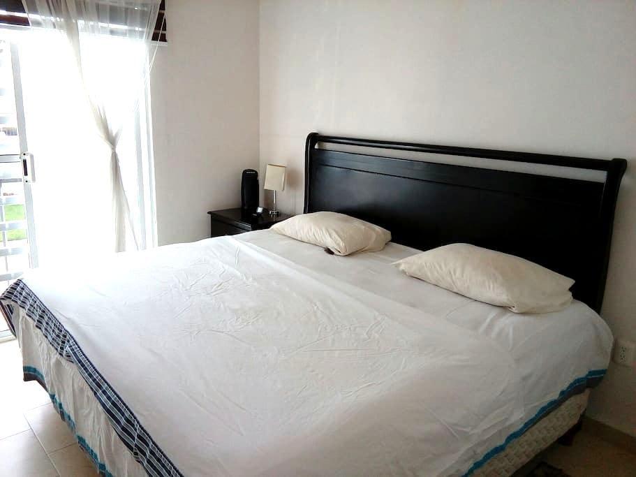 1 cuarto doble, 1 baño propio, puerto interior - León - Appartement