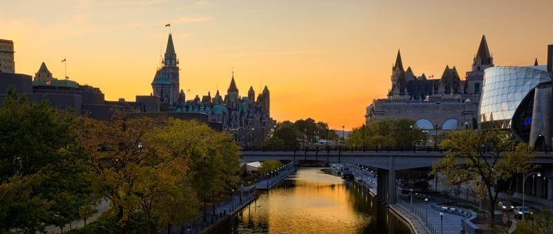 Ottawa Downtown On the Canal!