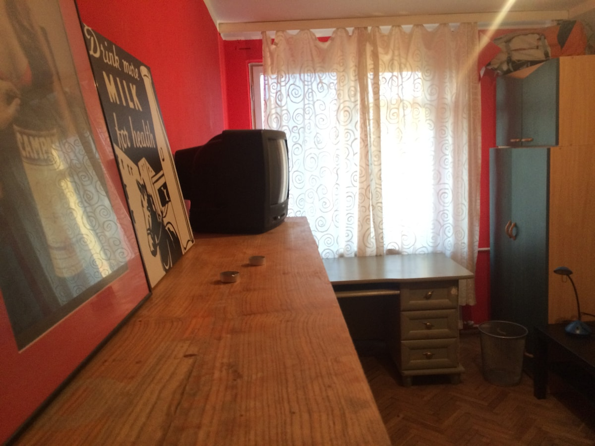 Vintage 80s Room in Warsaw Centre