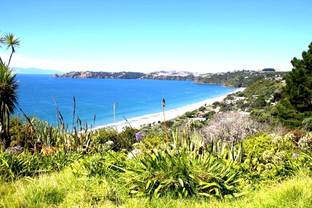 Where Beach & Vines Entwine - Waiheke Island - Casa