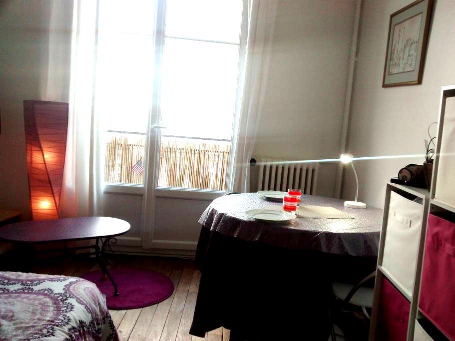 Studio Calme, au pied du Metro, Vue magnifique - Paryż - Apartament