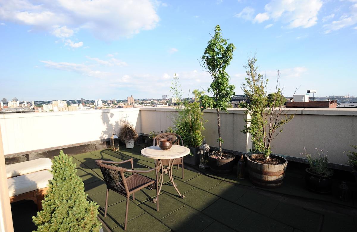 Duplex Bedroom w/Private Rooftop