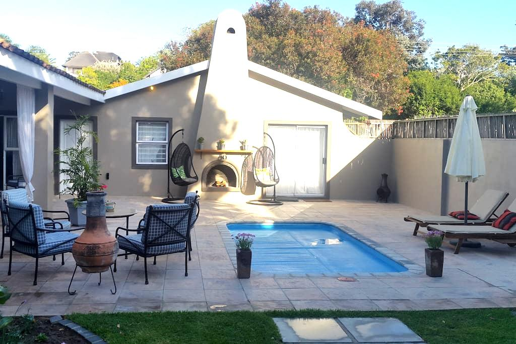 Fantastic garden cottage 850m from central beach! - Plettenberg Bay - House