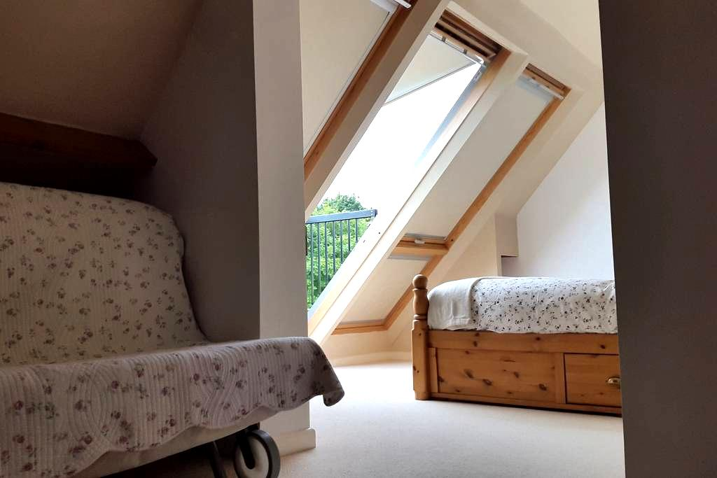 Attic space with a great view - Upper Minety - Hus