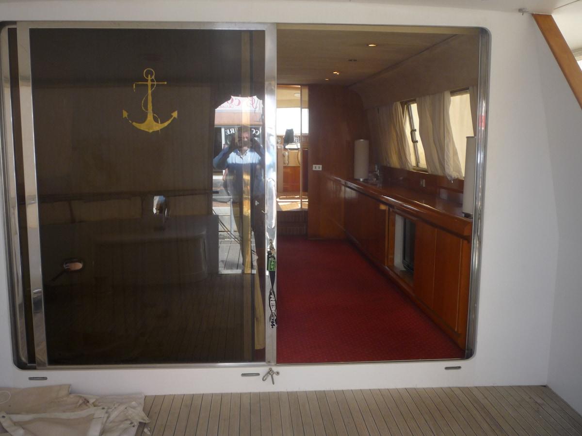 Yacht de 18,60m  3 Cabines à Quai