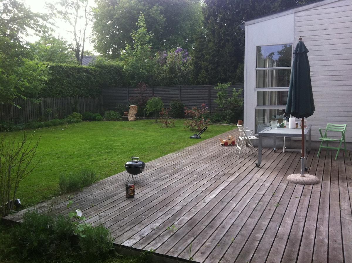Skøn villalejlighed med have