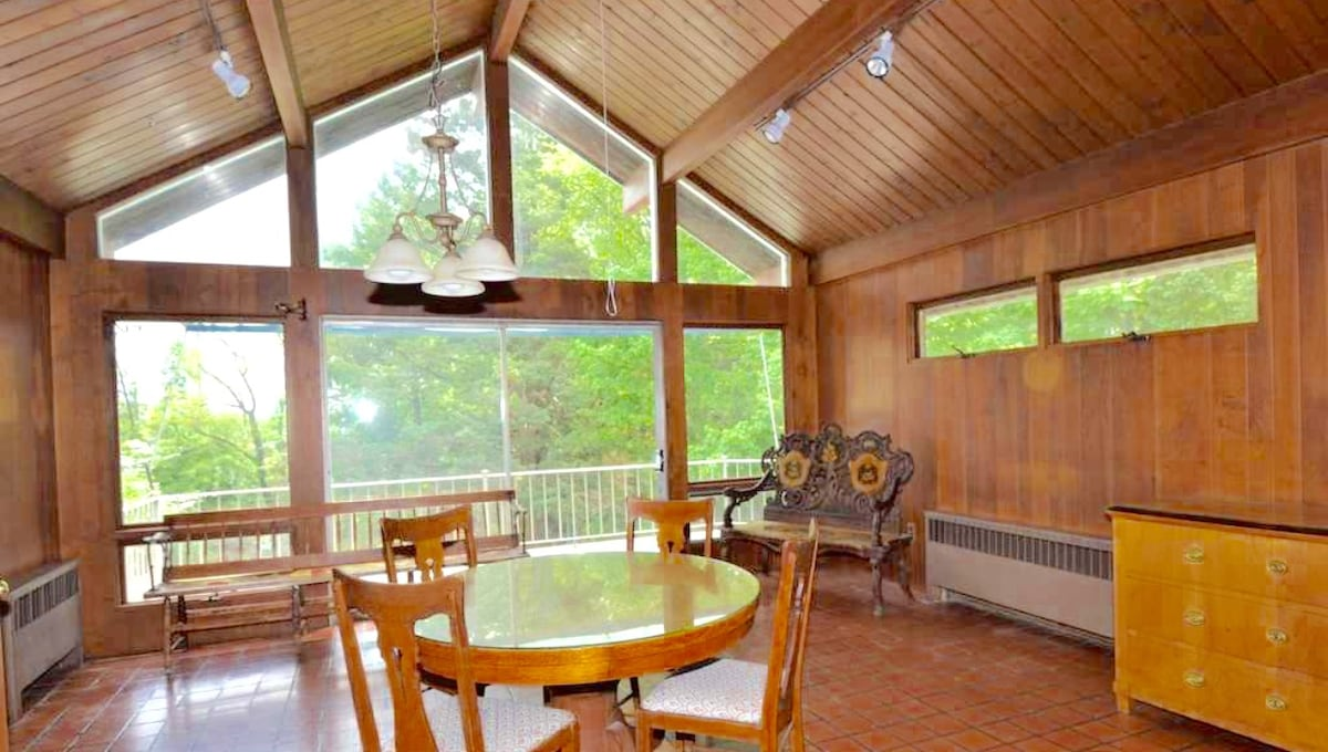 Large Bright Home in Bergen County