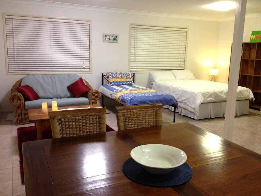 Beachside Private Studio apartment - Buddina - Apartment