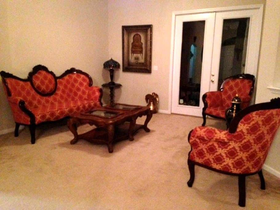 Cozy, spacious home: Room for rent - Orange Park - House