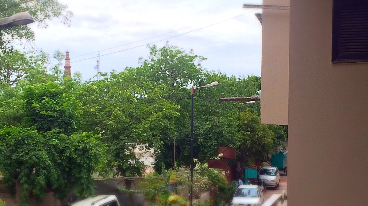 Stay in Artist's Loft, Qutub Minar
