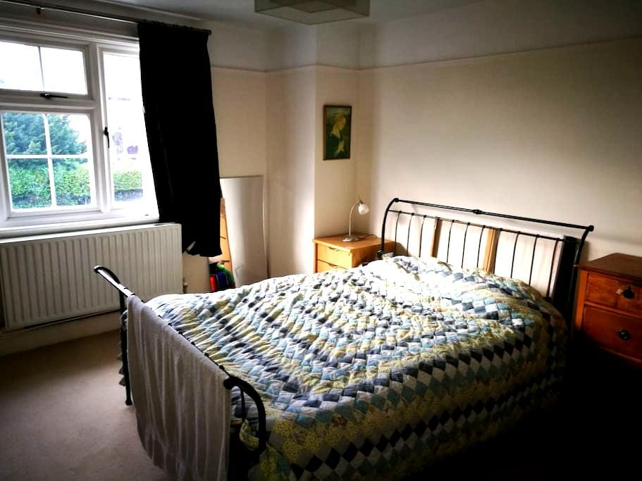 Double room near train station - Staplehurst - Hus
