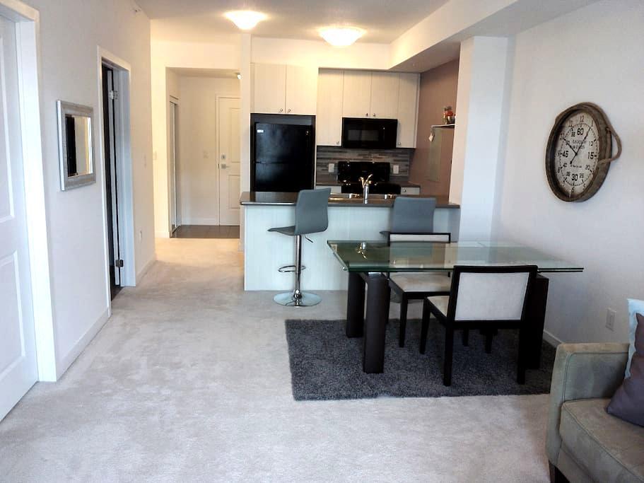 New condo in Burlington - Burlington - Apartament