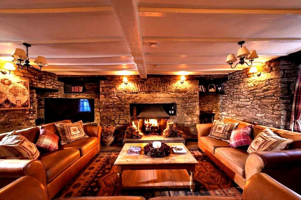 Luxury 18thC Coaching Inn 5 bedroom  5 en suite + - Stirling