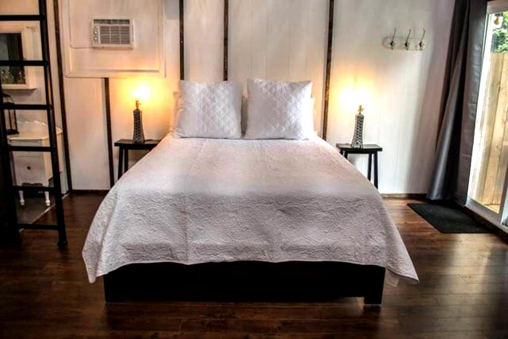 Guest House on the 42nd - Warm, Cozy & Year Round! - Kingsville - Pensione