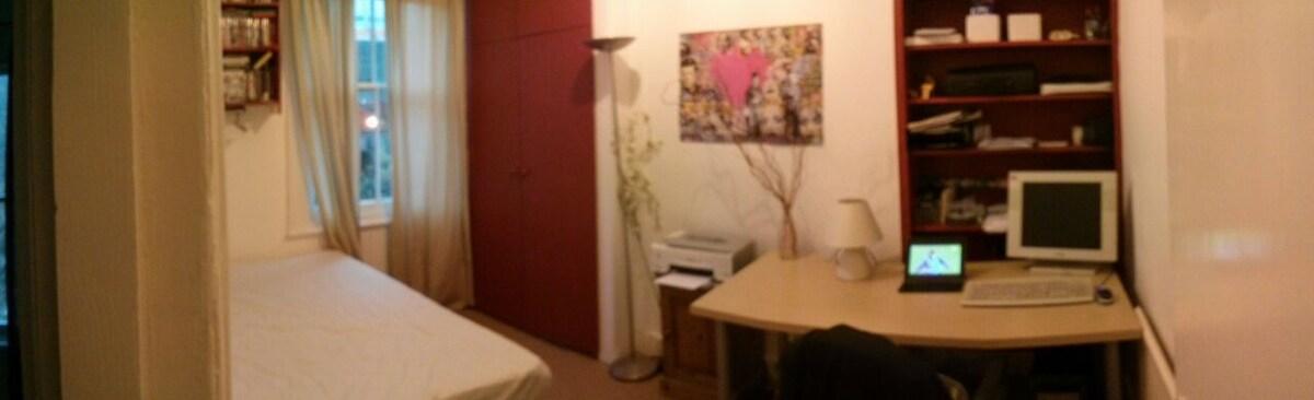 Lovely small room in Shepherds Bush
