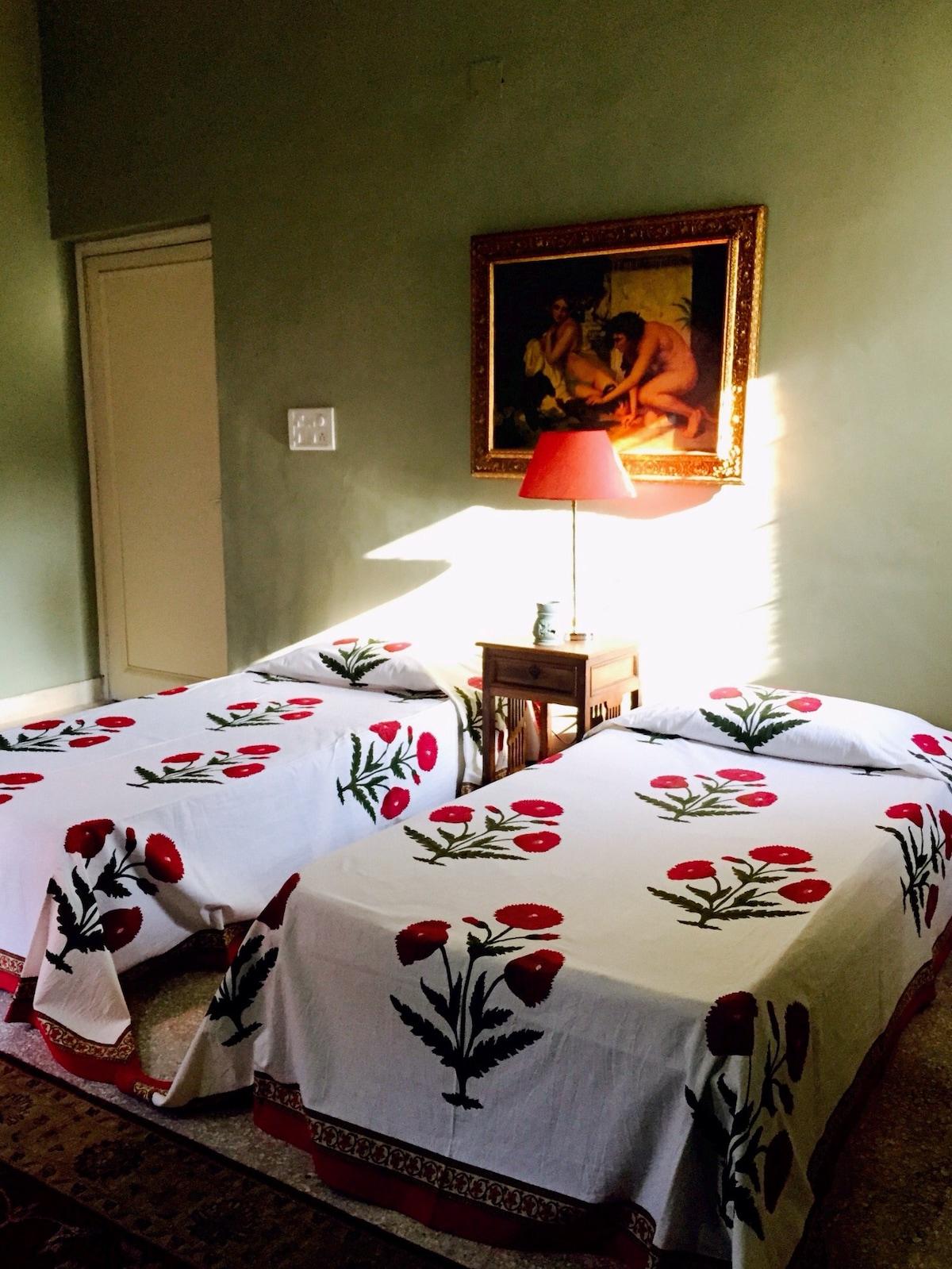 Peaceful, clean double bedroom