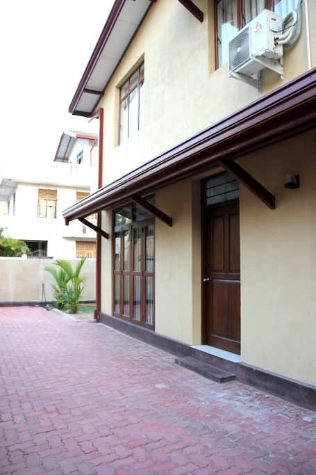 Spacious Apartment near Bus Line - Maharagama - Apartamento