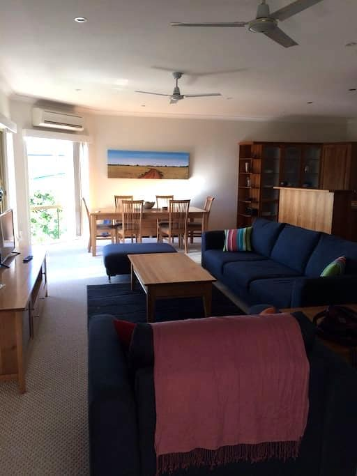 North facing, ocean views, 5 mins walk to beach - Malua Bay - Huis