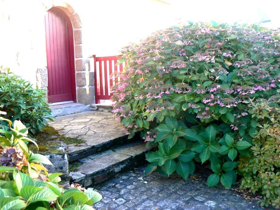 """Chambre chez l'habitant """" Les Persiennes """" - Miniac-Morvan - House"""