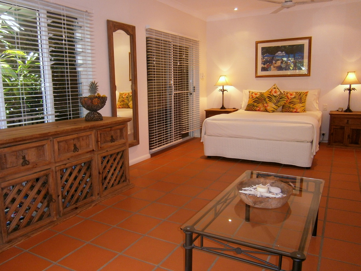 Light, airy & spacious guest studio at Paradise Villa