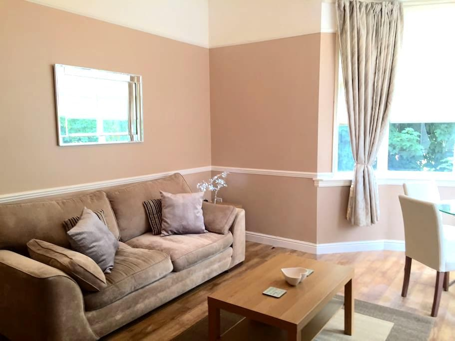 1 Bedroom Apartment with Parking - Orrell Park - Daire
