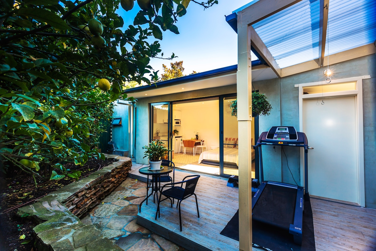 Heart of Toorak self-contained room