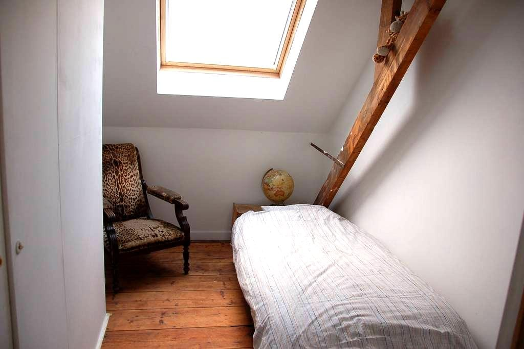 Room (1 bed) in the centre of Ghent - Gent - House