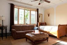 Living area/Bay windows allowing the sun to shine in