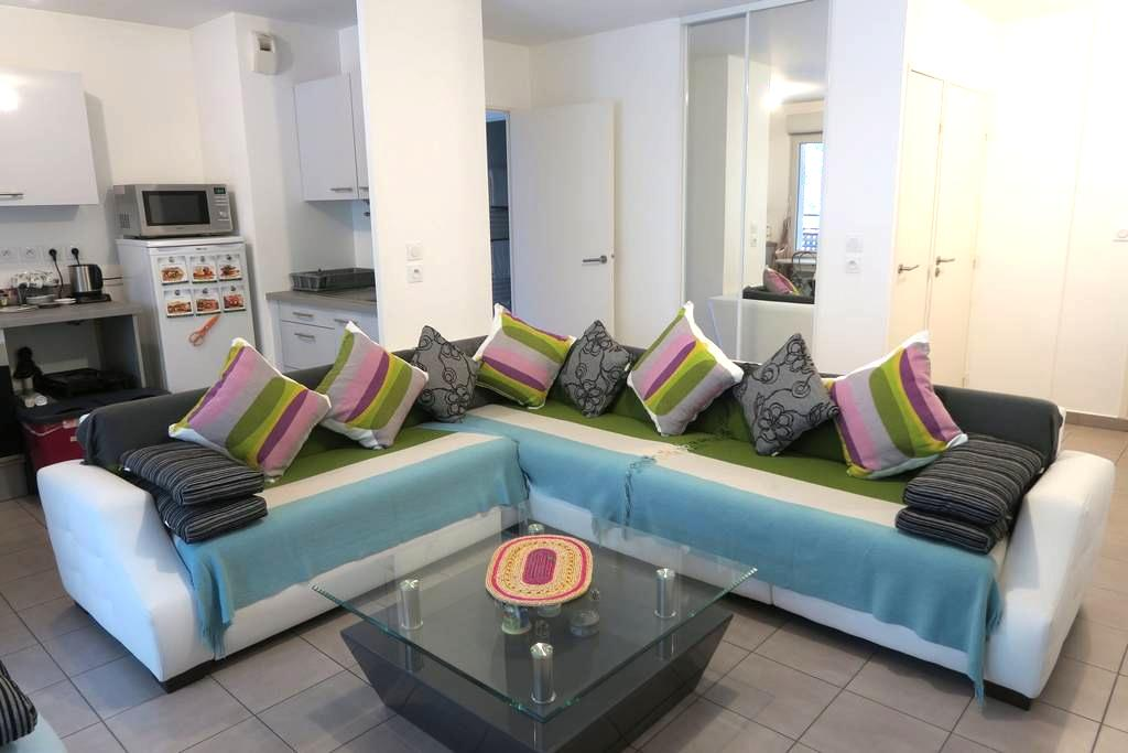 Joli Appartement F3 de 62,5 m² avec parking privé - Saint-Priest - Lejlighed